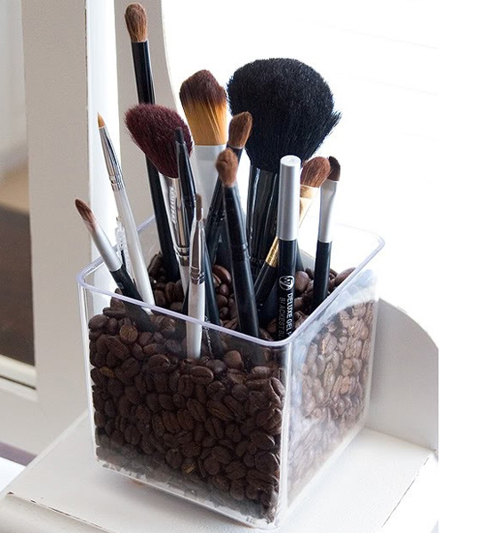 coffee_beans_makeup_brushes